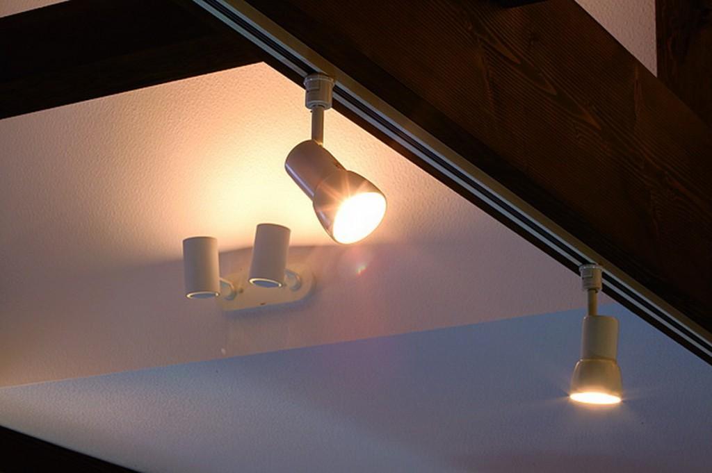 ติดสปอตไลต์ได้พอเหมาะ สามารถเพลิดเพลินกับเงาของรถ