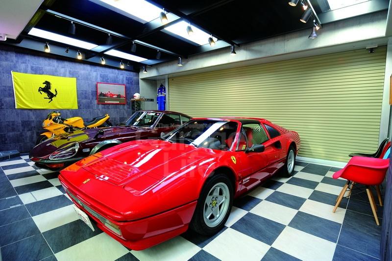 บ้านคุณ N สร้างขึ้นจากไอเดียที่สั่งสมมา 10 ปี จนต้องหยิบยกมากล่าวเป็นพิเศษ Ferrari 328GTS ที่ใช้งานมาอย่างทะนุถนอมตลอดระยะเวลาเกือบ 24 ปี ซื้อมาด้วยความมั่นใจ เพราะตอนนั้นยังเป็นรถใหม่