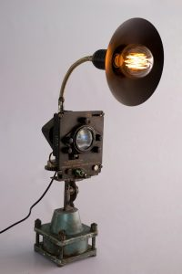 Pressure gauge Machine นำเครื่องวัดแรงดันมาแปลงร่างเป็นโคมไฟสำหรับโต๊ะทำงาน กับหลอดไฟเอดิสัน  ราคา 5,300 บาท