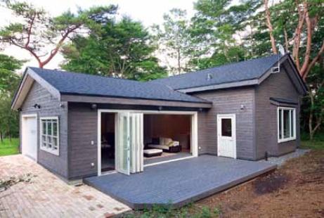 """ใช้โครงสร้าง""""Garage Plus""""ที่สั่งทำขึ้นเป็นพิเศษ เพราะขนาดของห้องกำหนดตามจำนวนของกระเบื้องที่ปูพื้น ทำให้ไม่สามารถใช้แบบมาตรฐานได้"""